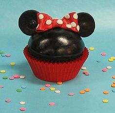 """""""Minnie Mouse"""" cupcakes"""