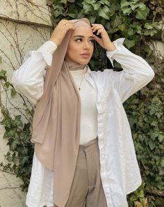 Hijab Fashion Summer, Modest Fashion Hijab, Modern Hijab Fashion, Street Hijab Fashion, Modesty Fashion, Hijab Fashion Inspiration, Muslim Fashion, Photographie Portrait Inspiration, Hijab Fashionista