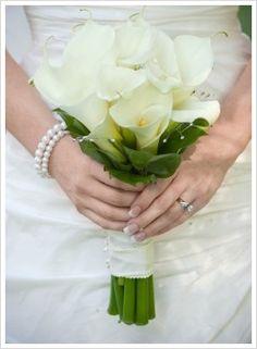Google Image Result for http://www.flower-arrangement-advisor.com/images/calla_lily_wedding_bouquet_1.jpg