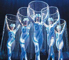 bing images of cirque du soleil costumes Stilt Costume, Led Costume, Costume Halloween, Samba Costume, Dark Circus, Circus Art, Circus Theme, Fifth Element Costume, Decoration Cirque