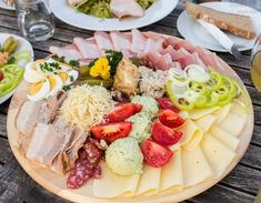 Dinner in Australia (Brettljause) & Drinks Oktoberfest Party, Party Buffet, Eat Smart, Charcuterie Board, Cobb Salad, Low Carb, Menu, Snacks, Fruit
