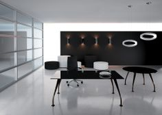 Segno black glass executive desk / ORDER NOW FROM SPACEIST