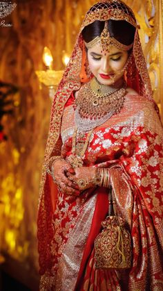 Red Saree Wedding, Indian Wedding Bride, Indian Bride And Groom, Pakistani Bridal Dresses, Indian Wedding Outfits, Bengali Bridal Makeup, Indian Bridal Fashion, Bridal Makup, Wedding Dresses For Girls
