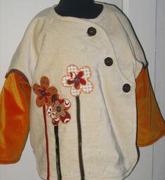 Skøn velour jakke til en treårig med applikerede blomster og bånd. se flere billeder på www.cocone.dk