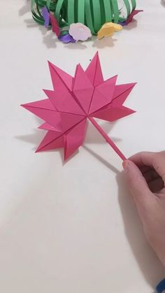 DIY Paper Maple leaf – Origami Community : Explore the best and the most trending origami Ideas and easy origami Tutorial Paper Crafts Origami, Easy Paper Crafts, Diy Origami, Diy Arts And Crafts, Creative Crafts, Diy Paper, Paper Crafting, Origami Ideas, Oragami