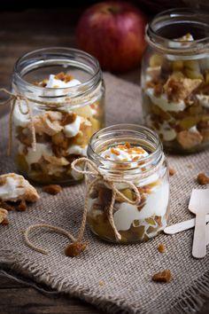 Crunchy Toffee Cinnamon Apple Eton Mess @gringalicious Desserts In A Glass, Dessert In A Jar, Pub Food, Food Menu, Delicious Desserts, Dessert Recipes, Yummy Food, Fall Recipes, Sweet Recipes