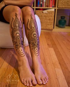 This is how I practice my forward folds. Getting ready for yoga in Nicaragua with @yogaadventurestulum @ninaendrst !!! @hennafly boyfriend came home so I got him to take a pic of my legs yay! Inspired by @anoushka_irukandji #yogaeverywhere #forwardfoldeverlasting #henna #mehndi #gorimehndiwali #oakland #bayarea #bayareahenna #naturalhenna