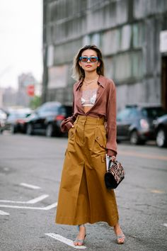 The Best Street Style Looks From New York Fashion Week Spring 2020 - Fashionista London Fashion Weeks, New York Fashion Week Street Style, Spring Street Style, Cool Street Fashion, Casual Street Style, Street Style Looks, Street Chic, Paris Fashion, Stockholm Street Style
