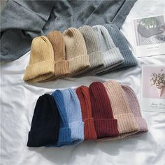 any color :) i'd love to have multiple to go with different outfits cheapyarn Beanie Outfit, Fashion Mode, Grunge Fashion, Fashion Outfits, Woman Outfits, Cute Beanies, Cute Hats, Cheap Beanies, Knit Beanie