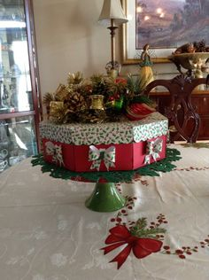 A Christmas paper cake center piece I made. There are 8 slices and each slice is filled with treats. A nice take-away for family and guests!