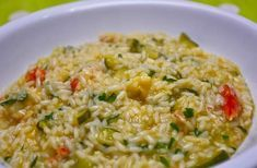 After a long, exhausting day of work-grind, all anyone looks for is a comfy meal to fill his cravings. Cooking time-consuming dishes like risotto can be a pain-staking task when you come home tired … Smoked Salmon Risotto, Italian Risotto Recipe, Famous Italian Food, Arroz Risotto, Pasta Making Class, Mediterranean Cookbook, Traditional Italian Dishes, Cooking For A Group, How To Cook Rice