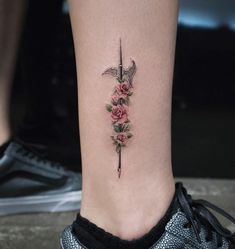 Awesome Tattoos by Amazing Artist Eva Krbdk - TheTatt Weird Tattoos, Cute Tattoos, Awesome Tattoos, Beautiful Tattoos, Black Tattoos, Body Art Tattoos, Hand Tattoos, Tattoo Ink, Arm Tattoo