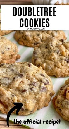 Doubletree Chocolate Chip Cookie Recipe, Doubletree Cookies, Chocolate Chip Walnut Cookies, Chocolate Cookie Recipes, Chocolate Chip Oatmeal, Easy Cookie Recipes, Cookie Desserts, Baking Recipes, Best Cookie Recipe Ever