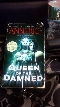 On the bus with THE QUEEN OF THE DAMNED: @ValPantalone #fridayreads
