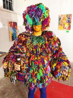 """Performance en la exposición de David Grau, con Noemie como """"curator"""", llamada: """"Pintando con la oscuridad"""" en el Atelier Güell Exhibitions, David, Darkness"""