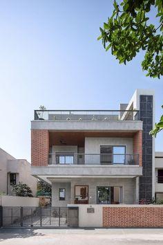Modern House Facades, Modern Exterior House Designs, Modern Architecture House, Indian House Exterior Design, Modern Bungalow Exterior, Pavilion Architecture, Sustainable Architecture, Residential Architecture, House Outside Design