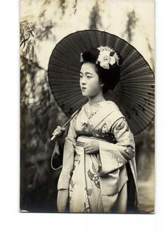 Photo of Tamakazu, famous geisha, when young.