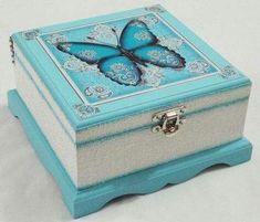 I love this decoupage jewelry/trinket box! Decoupage Vintage, Decoupage Box, Wooden Jewelry Boxes, Jewellery Boxes, Shabby, Painted Wooden Boxes, Decoupage Tutorial, Altered Boxes, Pretty Box