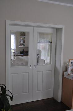 Schiebetür zwischen Küche und Wohnzimmer - Blick vom Wohnzimmer aus (gesehen bei www.haus-bau-blog.de)
