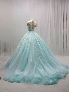 The tables have turned and brides ditched the traditional hemline, allowing young Quince girls to adopt the idea of Quinceanera dresses with trains. Elegant Dresses, Pretty Dresses, Formal Dresses, Blue Ball Gowns, Blue Gown, Backless Prom Dresses, Sexy Party Dress, Quinceanera Dresses, Beautiful Gowns