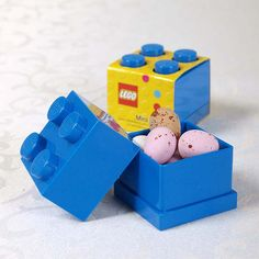 Official LEGO ® Favour Box in Blue with Sweet Filling | UK Wedding Favours