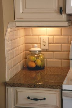 Fresh Kitchen Backsplash Ideas in 2018 Kitchen backsplash ideas farmhouse white cabinets diy, cheap, subway tile, back splashes Kitchen Redo, Kitchen Tiles, New Kitchen, Kitchen Remodel, Kitchen Cabinets, White Cabinets, Oak Cabinets, Kitchen Corner, Kitchen White