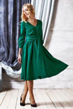 Оно просто прекрасно! Платье Рейчел в зеленом цвете! Элегантность, свежесть, женственность - все это Вы ощутите, надев Платье Рейчел из нашей новой коллекции! Посмотреть на сайте http://www.fedorastudio.ru/shop/bag/card/ru.5751.htm Цена 6900 Размеры 40-50 Заказать 8 916 302 0 222