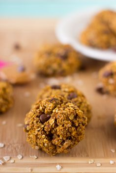 These Pumpkin Chocolate Chip Oatmeal Breakfast Cookies are cookies so healthy they can be eaten as breakfast! definitely making these!!!