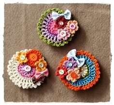crochet brooch.. ❤ Colleen, these are super cute for purses! ❤