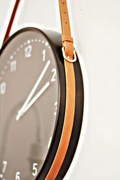 DIY Hanging Clock using Leather Belt