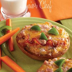 Jack O Lantern Sandwiches   Juniorchef-Jack O Lantern Sandwiches made with bagels, little green pepper, bacon strips, Mayonnaise, Deli ham, Cheddar cheese, Green onion accompany with Tomato Ketchup.  http://www.juniorchef.in/jack-o-lantern-sandwiches/