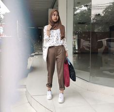 Street Hijab Fashion, Muslim Fashion, Ootd Fashion, Girl Fashion, Fashion Outfits, Womens Fashion, Simple Hijab, Casual Hijab Outfit, Ootd Hijab