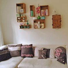 Kauhi-Peterson Wine cabinets - check it Decor, Home Diy, Crate Bookshelf, Floating Shelves, Shelves, Diy Decor, Bookshelves, Diy Furniture Projects, Home Decor