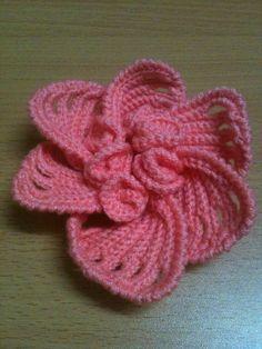 Crochet 6-pedal flower