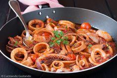 calamari al pomodoro in umido – Meat Foods Ideas Meat Recipes, Asian Recipes, Ethnic Recipes, Paella, Ramen, Stew, Spaghetti, Dishes, Diet Ideas