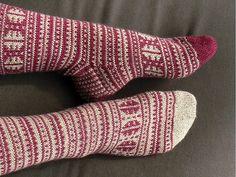 socks [in ravelry - pinning for color scheme] Wool Socks, Knitting Socks, Hand Knitting, Keep Warm, Bunt, Mittens, Tatting, Knit Crochet, Red And White