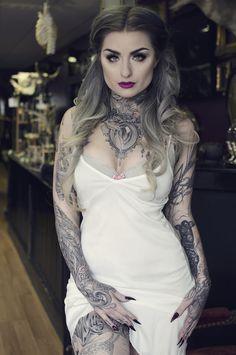 The beautiful Ryan Ashley Malarkey she's an amazing tattoo artist! Tattoed Women, Tattoed Girls, Inked Girls, Sexy Tattoos, Body Art Tattoos, Girl Tattoos, Ryan Ashley Tattoo, Ryan Ashley Malarkey, Hot Goth Girls