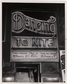 [Dancing To Nite, New Gardens, Times Square, New York] by Weegee from International Center of Photography Hipster Fashion Style, Steampunk Fashion, Gothic Fashion, Dance Hip Hop, Dance Aesthetic, Retro Aesthetic, Inspiration Typographie, Typography Inspiration, Weegee