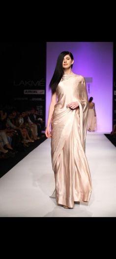 Modern Fashion, Asian Fashion, Fashion Design, Mens Fashion, Lakme Fashion Week, Fashion Weeks, Elegant Saree, Party Wear Sarees, Saree Collection
