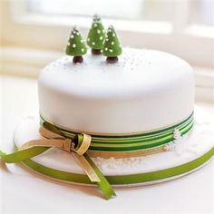 Christmas cake recipes No Christmas is complete without a wonderful classic Christmas cake. This collection of our best recipes, includes a winning rich fruit cake by Mary B Christmas Cake Designs, Christmas Cake Decorations, Christmas Cupcakes, Christmas Sweets, Holiday Cakes, Christmas Cooking, Simple Christmas, Xmas Cakes, Christmas Wedding