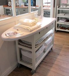 Además de desprender un encanto cottage sin igual, los muebles de planchado son enormemente funcionales y prácticos.