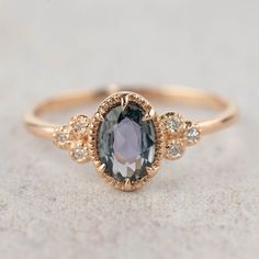 8 Stunning Engagement Rings From Etsy that Cost Less Than $1,000 | Intimate Weddings - Small Wedding Blog - DIY Wedding Ideas for Small and Intimate Weddings - Real Small Weddings #engagementring #weddingring #alternativeengagementring #etsyring #engagementringetsy #rosegoldring #rosegoldengagementring
