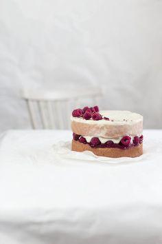 ... tonka bean & raspberry cake ...