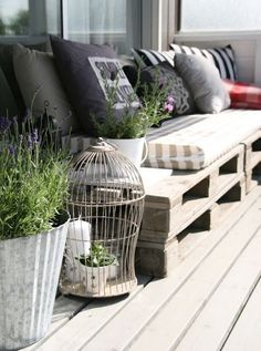 Impromptu low bench seating using stacked pallets, pillows, and cushions. Easy.:
