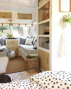 New retro trailer remodel tiny house Ideas Caravan Makeover, Caravan Renovation, Happy Campers, Camping Vintage, Vintage Rv, Vintage Campers, Vintage Motorhome, Retro Campers, Vintage Airstream