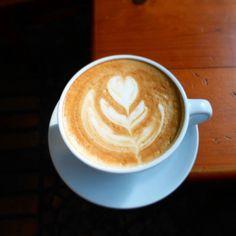 """A R O M A  D I  C A F F É  """"Equilibra tu mañana con una taza del mejor café y regalanos una gran sonrisa """".  . #Cappuccino Latte Arte by: @irvin_gonzalezo.o .  . Visítanos de lunes a sábados de 8:00 a.m - 6:00 p.m.  en el C. C Metrocenter pasaje colonial. .............................................  #AromaDiCaffé #MeetTheBarista#Postres #CaféVenezolano#Espresso"""