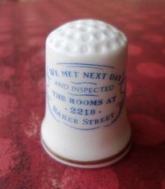 Dé en porcelaine Bone China made in England, rapporté par Lissou d'un week end à Londres...élémentaire mon char Watson http://aziliz-creation.alittlemercerie.com