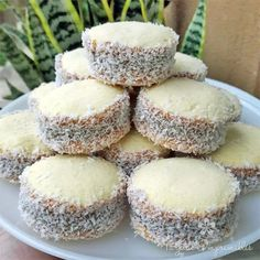 Alfajores de Maizena receta original - Easy Food To Make Baby Food Recipes, Mexican Food Recipes, Sweet Recipes, Cookie Recipes, Dessert Recipes, Chicken Recipes, Alfajores Recipe Argentina, Pan Dulce, Tapas