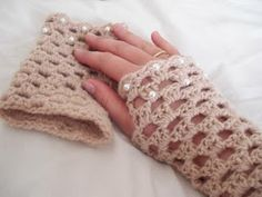 Free pattern - a more lacy fingerless glove
