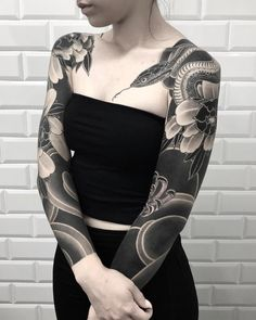 Ideas Of Meaningful And Great Tattoos For Girls Solid Black Tattoo, Black Tattoos, New Tattoos, Body Art Tattoos, Tribal Tattoos, Tattoos For Guys, Geometric Tattoos, Small Tattoos, Full Sleeve Tattoo Design